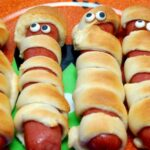 MUMMY HOT DOGS FOR DINNER!