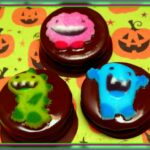 CHOCOLATE DIPPED OREOS FOR HALLOWEEN