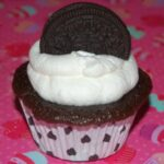 OREO STUFFED CUPCAKES WITH A MARSHMALLOW WHIPPED CREAM FROSTING!
