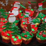 MINI HOLIDAY CUPCAKES