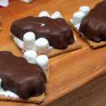 CHOCOLATE DIPPED GRAHAM CRACKERS STUFFED WITH MARSHMALLOW & REESE'S PEANUT BUTTER CUP TREES!