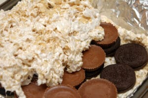 OREO & PEANUT BUTTER CUP STUFFED RICE KRISPY TREATS!