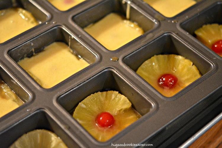 mini cakes pineapple