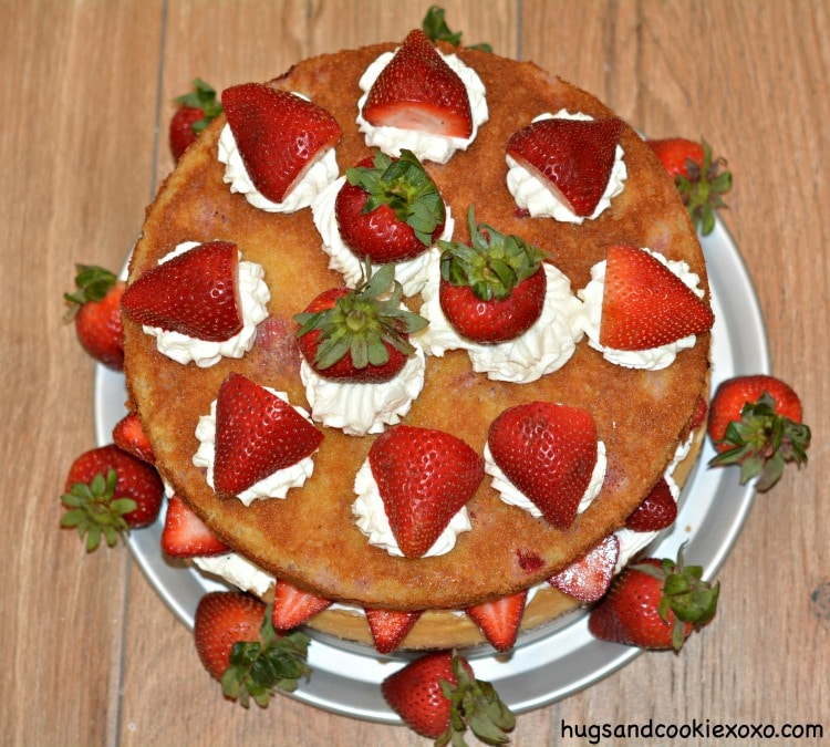 strawberry cheesecake top cake