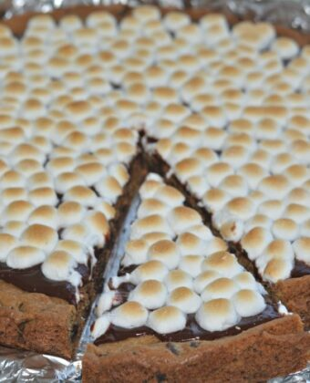 s'mores deep dish cookie pizza